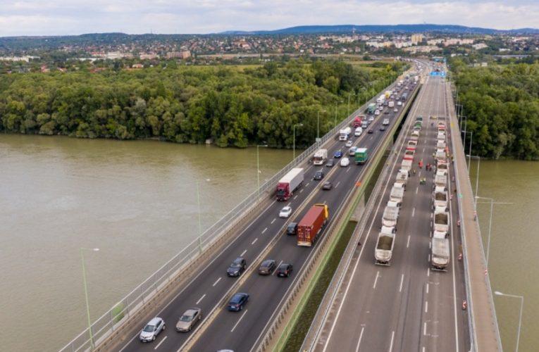 M0-s: sikeresen zárult a próbaterhelés, a tanévnyitás napján járható lesz a Deák Ferenc híd