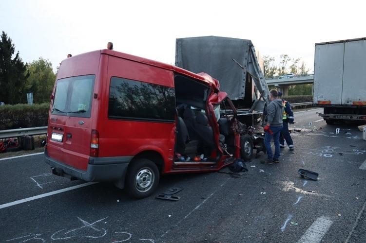 Öten haltak meg az M1-es autópályán