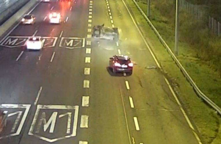 Elképesztő képsorokat rögzített a forgalomfigyelő kamera a brutális balesetről