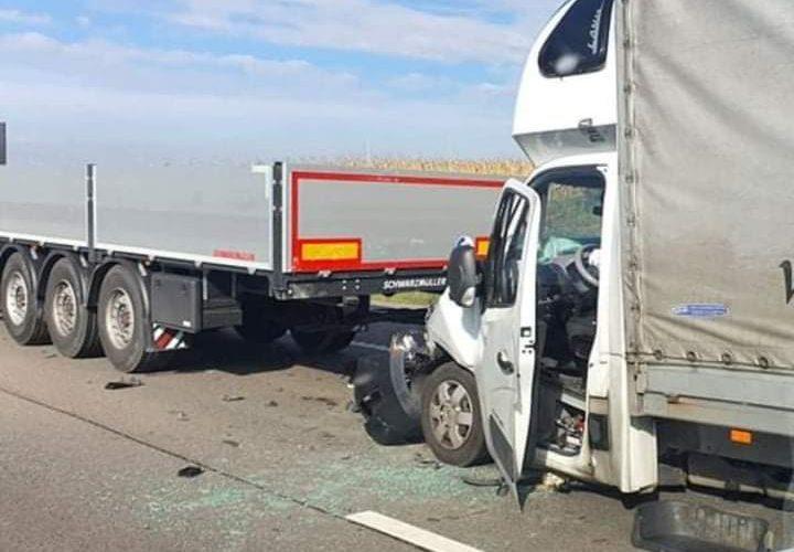 Összeütközött egy kamion és egy kisteherautó…